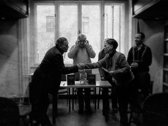 A képen Rákóczi István gratulál a győztesnek. A kép Nuno Almeida munkája